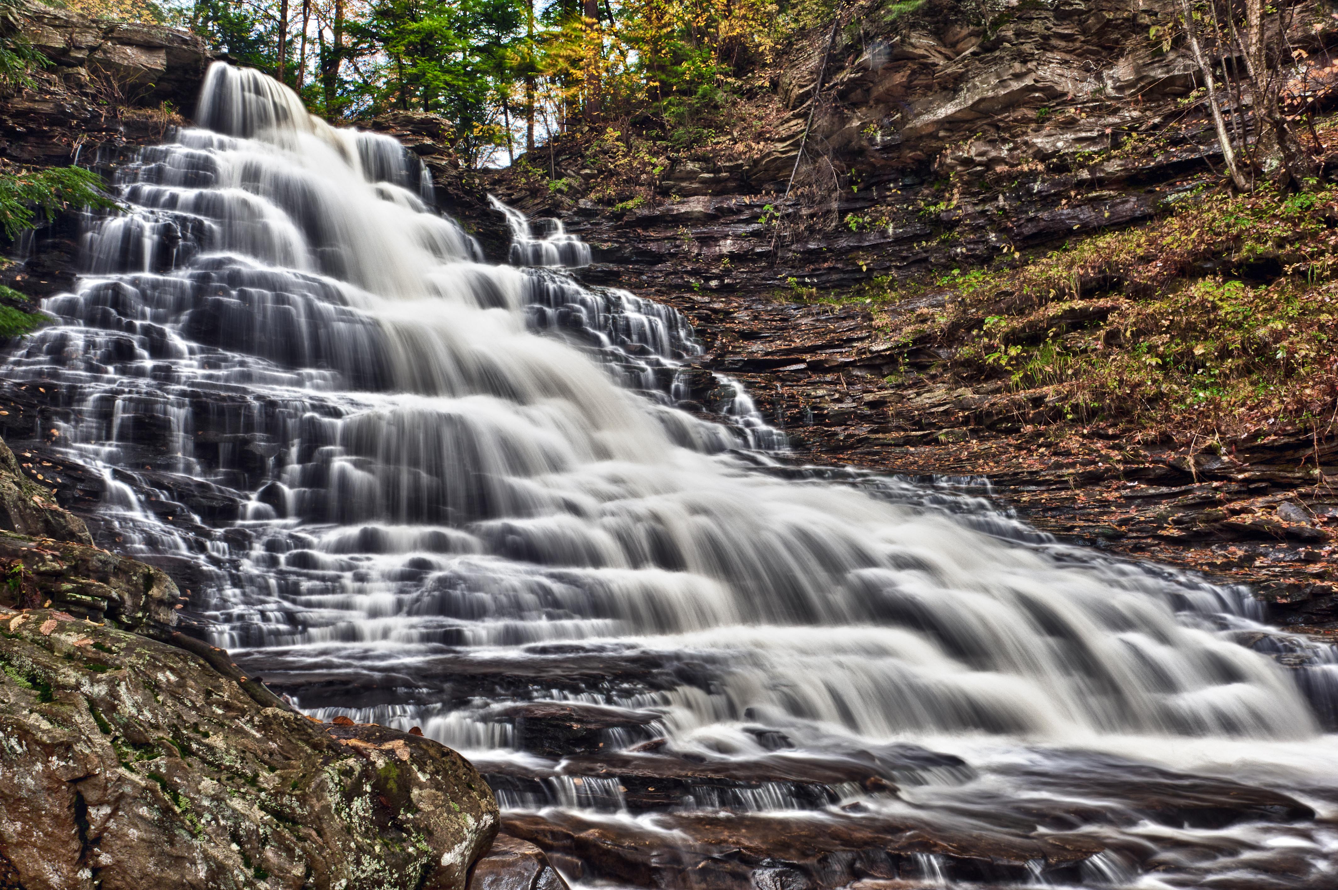 Водопад по камням  № 1869681 бесплатно