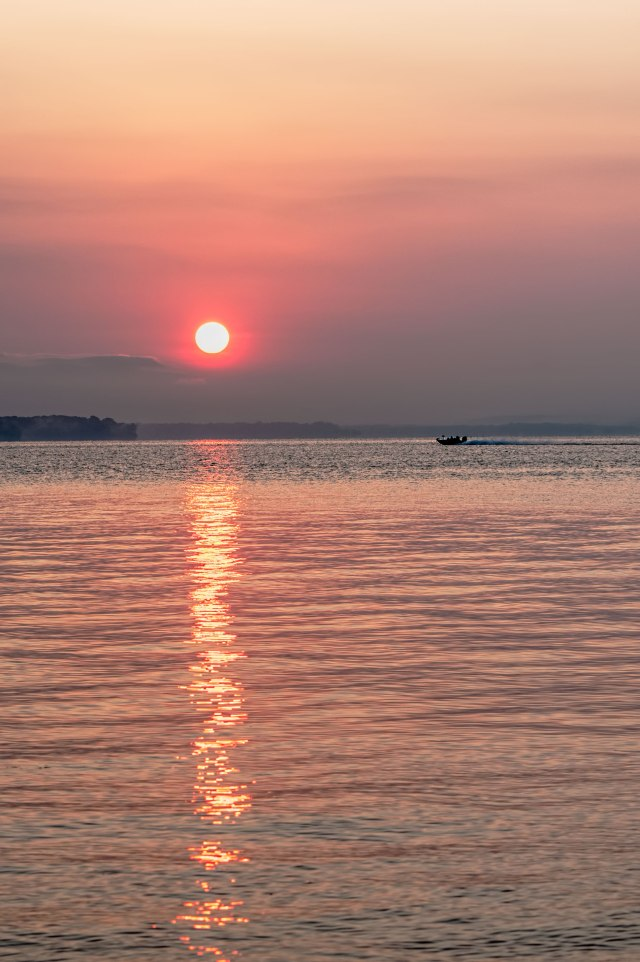 Leesylvania-Sunrise-Bass-Boat-1